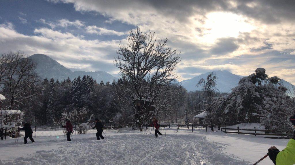 Erste Übungen im tiefen Schnee