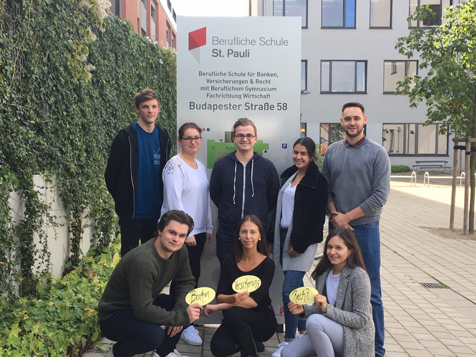 Schülersprecherteam der Berufsschule der BS11 2019-20: Oben: Oliver, Jasmin, André, Jaleh, Vinzent (v.l.n.r) Unten: Alexander, Donika, Angela