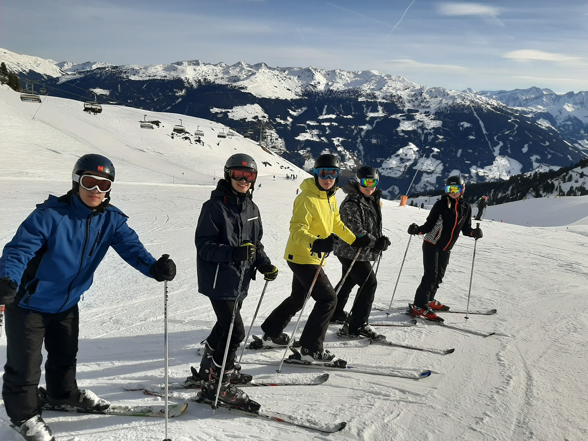 Kommen wir genauso aufrecht runter? Mit unseren tollen Skilehrern schon.